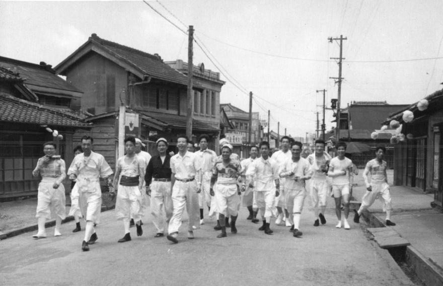 昭和30年代の長須賀地区祭礼での一場面 岸田さんの道楽としてのまちづくりのイメージとなっている。