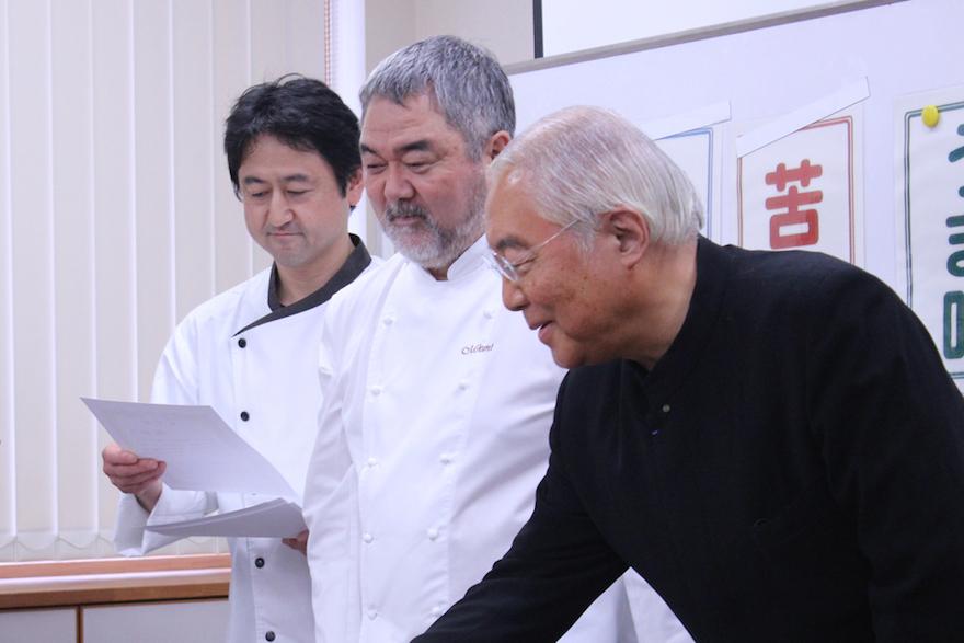 2014年11月に三國清三シェフ(写真・中央)、服部幸慶先生(写真・右)を招いての食育イベント。