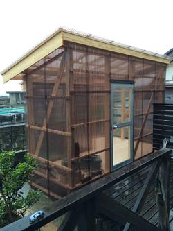 今年自宅の庭に建てた海女小屋