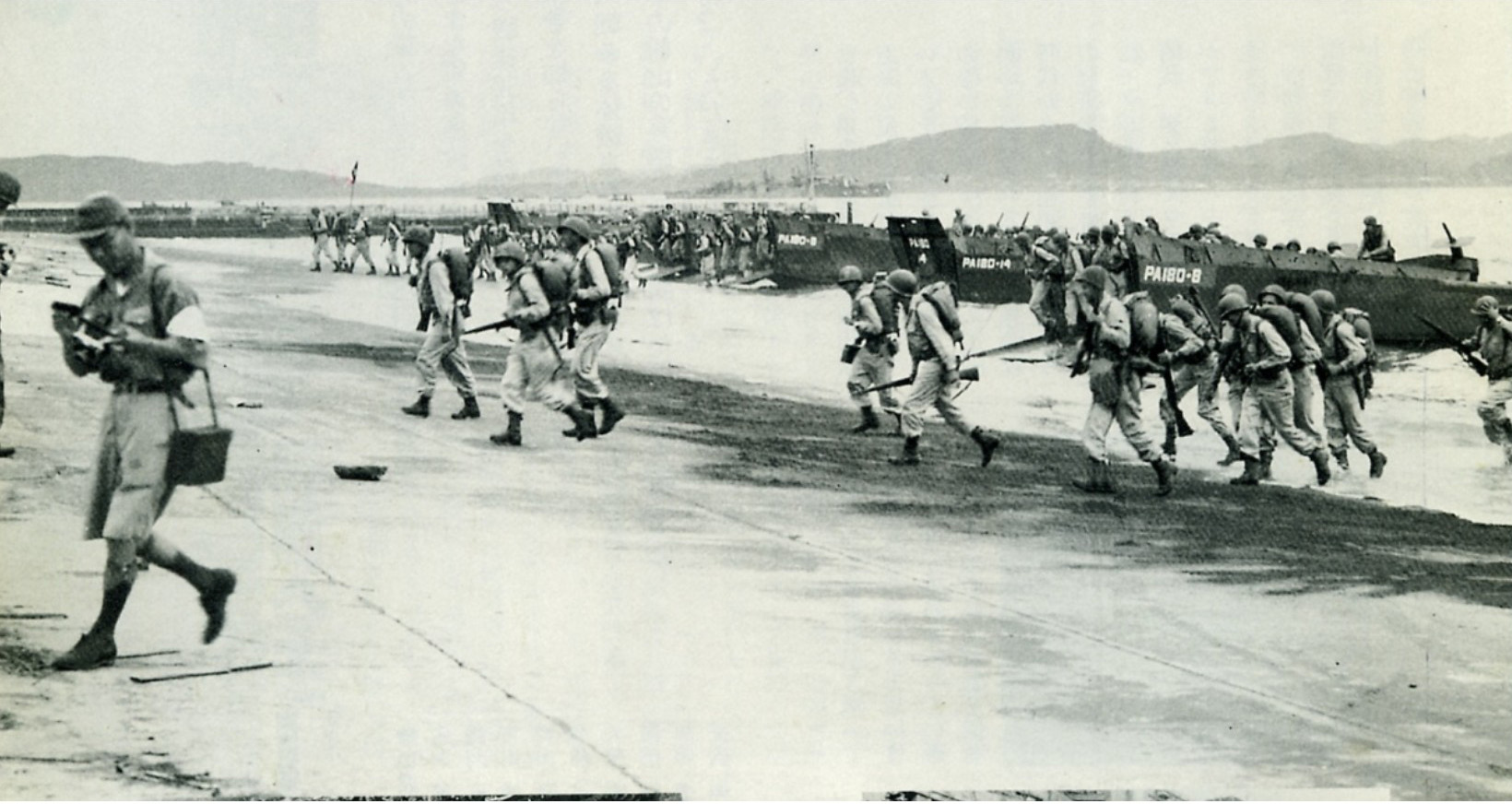 終戦直後館山に上陸する米軍 館山では連合国軍総司令部により4日間の直接軍政が敷かれた