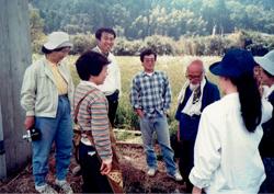 自然農の大家、故福岡正信氏を訪ねた土作りの研修