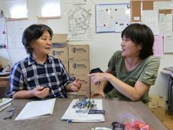 事務局柳井三来子さん(左)と青野直子さん(右)