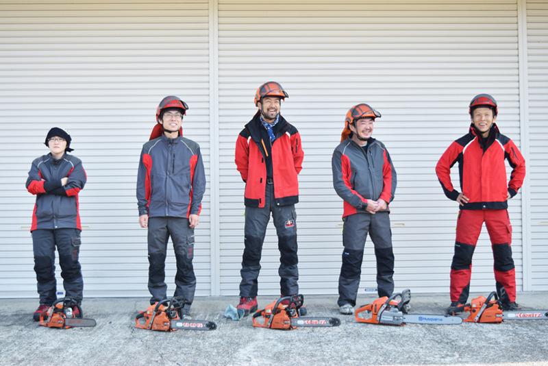 津和野型自伐林業チームの仲間と。