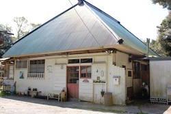 改修を続けてきた築200年以上経つ母屋 奥さんが天然酵母パン屋「かまどの火」を営む