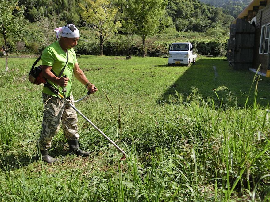 「やっぱり基本は草刈りですね」と笑顔で語る池田剛さん