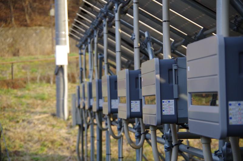 パワーコンディショナー:この装置で電流電圧を整えて電線に送る