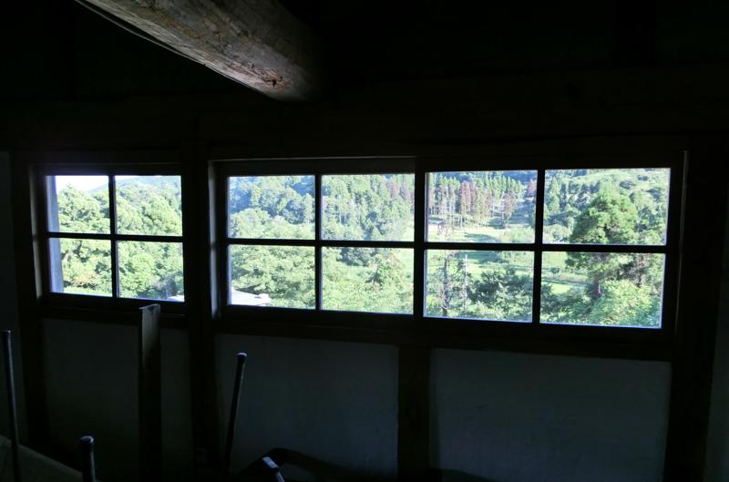 今西さん宅 窓からは里山の風景が広がる