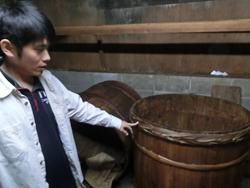 味噌を醸造する木樽