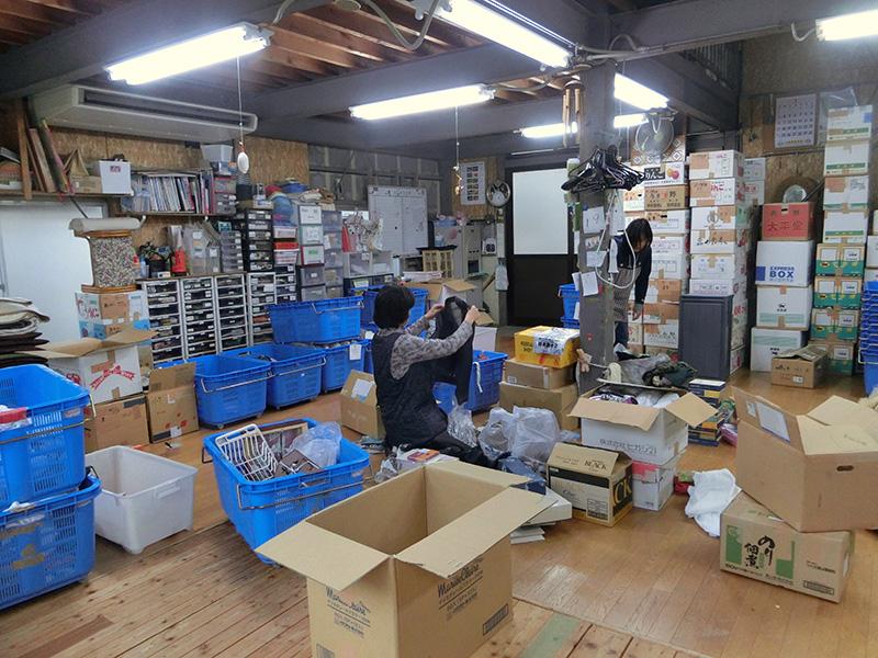 毎日30箱以上もの寄付物品が全国から集まる「かにた作業所エマオ」