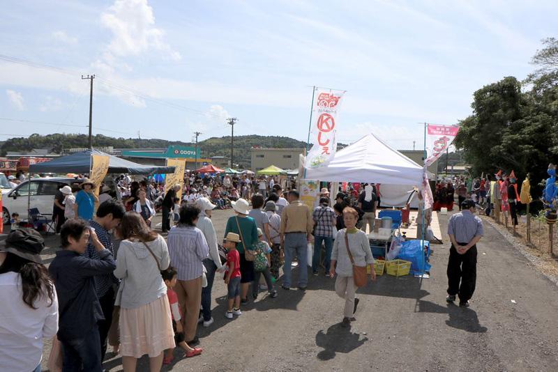 館山市は生産者による直接販売の場「館山まるしぇ」を定期的に開催している