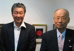 NPO法人青木繁「海の幸」会理事長大村智さんと小谷家当主の小谷福哲さん