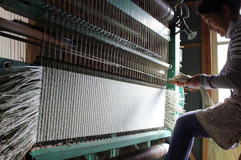 昔ながらの手織り織機