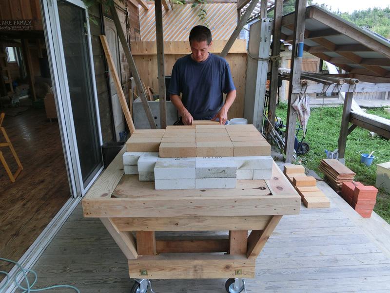 東京都世田谷区の団体に依頼された移動式アースオーブンを制作準備中の風景