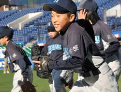 東北大震災では、千葉県中の野球団体に協力を募って野球道具を被災地の子ども達へ送った