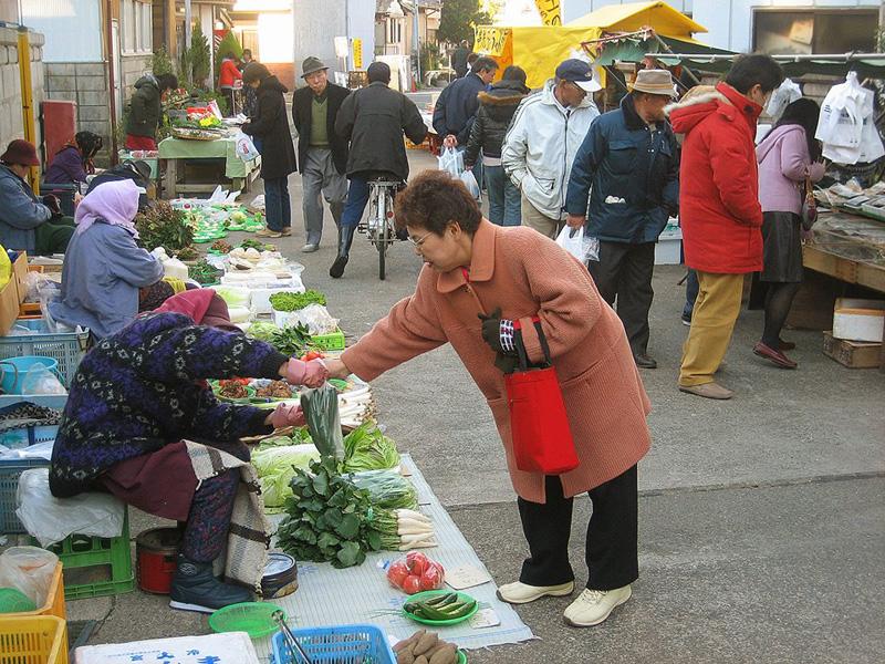 勝浦市に移住する以前2007年に沼尻さんが撮影した「勝浦朝市」の様子 農業・漁業を奨励するため1591年に始まった
