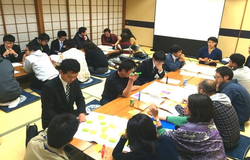 勉強会の模様。津和野の観光がどうすれば盛り上がるか意見を出し合っています。