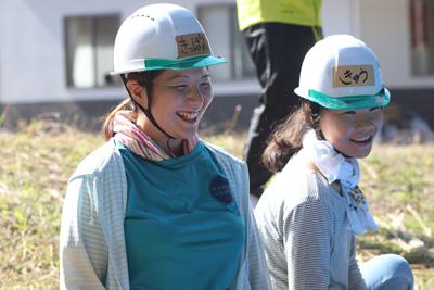 大木本さん(左)と愛称きゅうちゃんこと邱鎮怡(yau chun yi)さん。香港の大学で日本語と英語と経営を学び、NICEを利用して福島、愛媛でボランティアを体験。9月から半年間、トチギ環境未来基地でインターンとして学ぶ。
