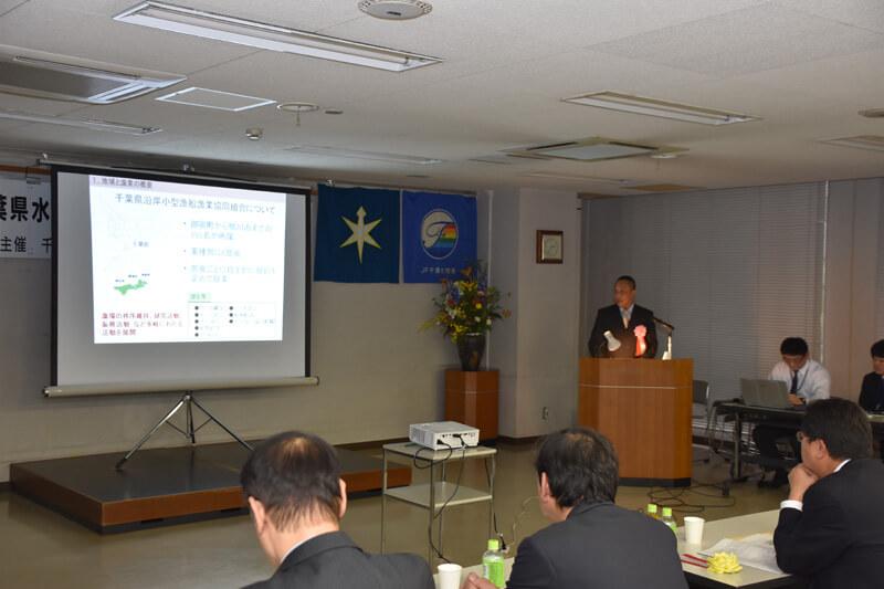 千葉県水産業青壮年女性活動実績発表大会にて発表する森川さん