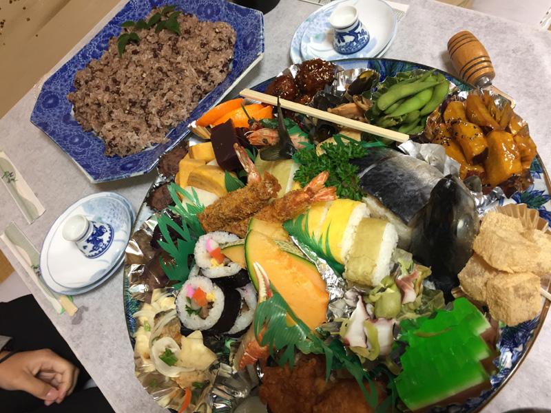 ボリューム満点の皿鉢料理の数々