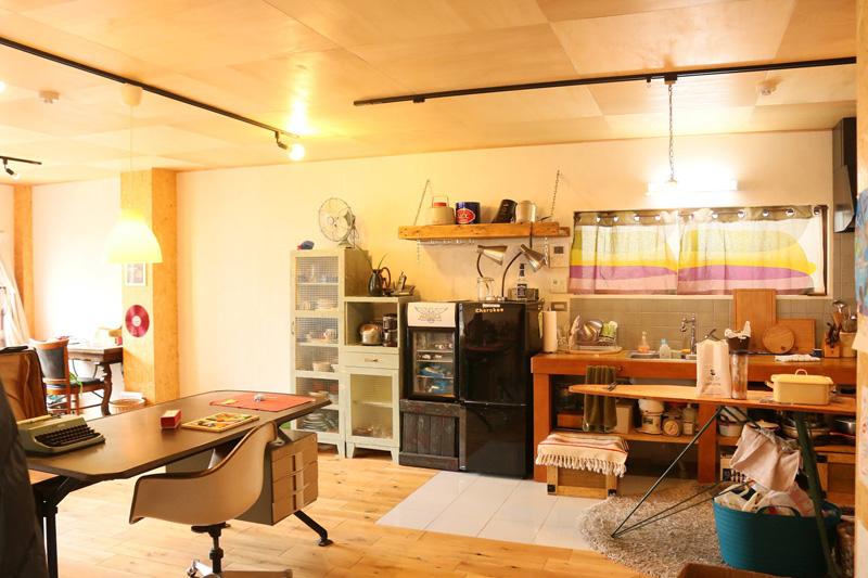 埼玉県のマンション一階で展開するSUBURBAN(サバーバン)BASEの内装  写真提供:内藤正樹