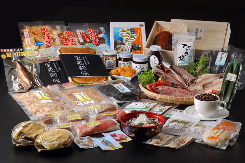 ふるさと産品推奨品に選ばれた商品の数々 南房総ならではの海産物を使用した商品だけでなく珈琲やスイーツなども含まれる