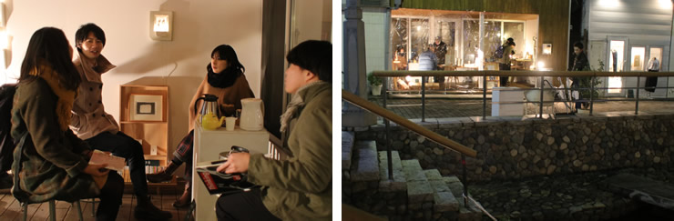 ツキイチトショカンの夜は、本を手に語り合う輪ができる。写真左の右端から用務員補佐の二瓶さん、館長の坂井さん、KAMAGAWA POCKET代表で、かまがわ文庫監査役でもある中村周さん、お客さん。