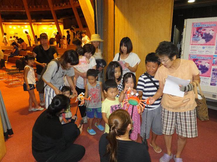 人形劇フェスティバルに参加する子ども達  写真提供:NPO法人富浦エコミューゼ研究会
