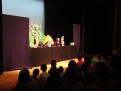 人形劇の様子 写真提供:NPO法人富浦エコミューゼ研究会