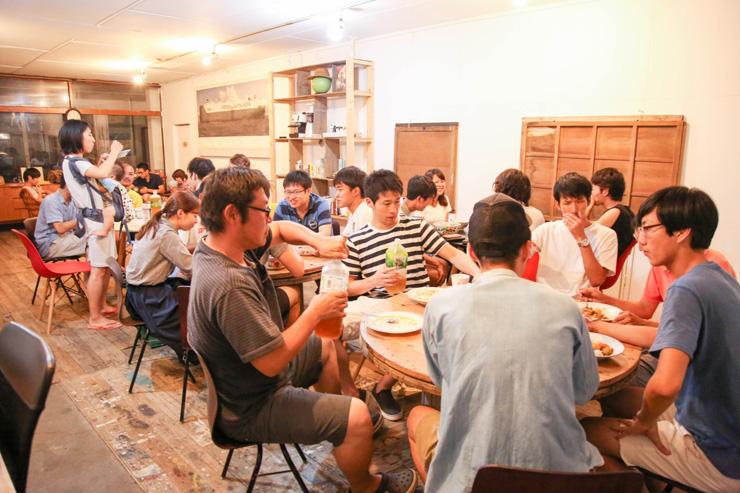 田舎フリーランス養成講座では、夕食をみんなで作り家族のように食卓を囲む