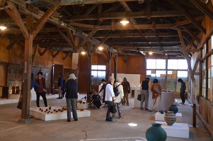 木工家と陶芸家、建築家の3人が地元の素材を利用した作品の展示をおこなった「南房総の暮らしをつくるデザイン&クラフト展」