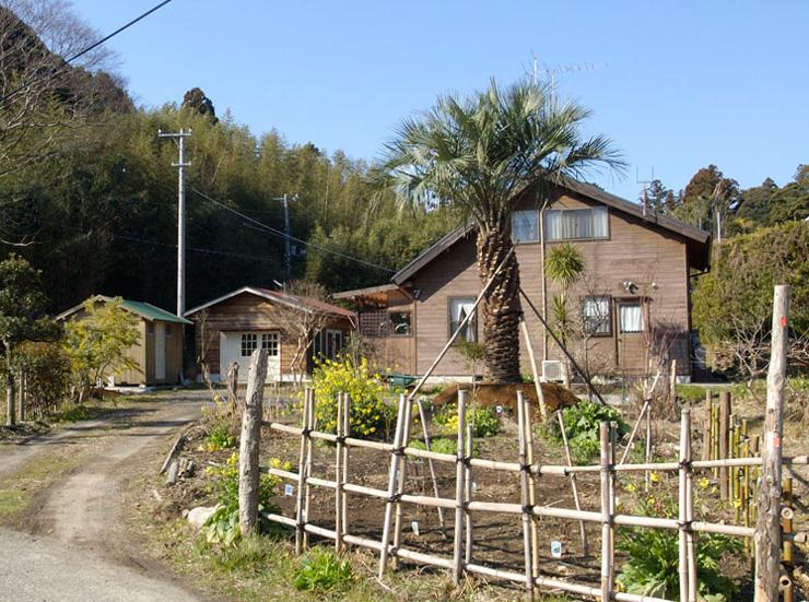 新井さんが南房総市丸山町に3年の歳月をかけて建てたウッディハウス外観