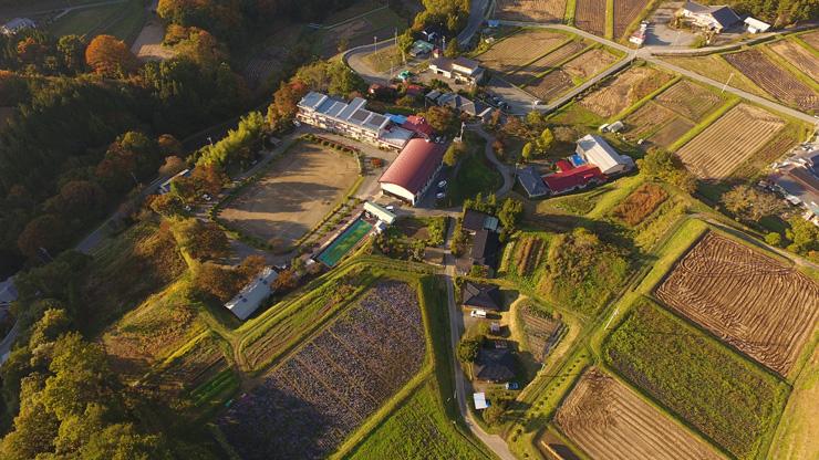 新山小学校と新山保育園