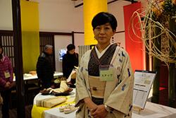 イベント参加中の舟木容子さん 大島紬の着物に帯はからむし/末廣酒造嘉永蔵にて