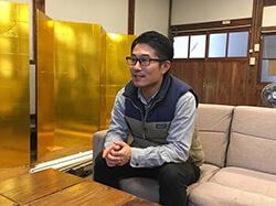 西会津国際芸術村コーディネーターの矢部佳宏さん/国際芸術村じぶんカフェにて
