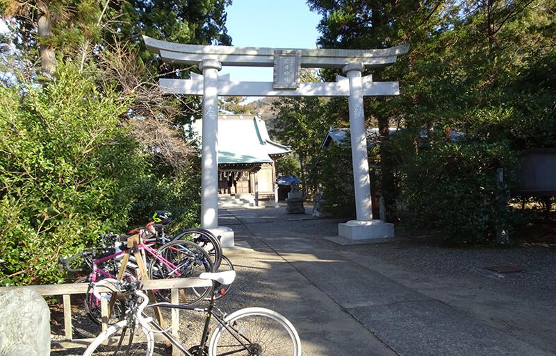 南房総市高崎の「岩井神社」に設置されたサイクルラック