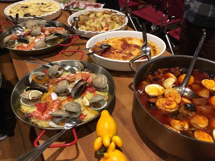 シラハマ校舎内レストランBar Del Marのパーティで出された料理の一例 海の幸山の幸をふんだんに使ったメニューを提供している