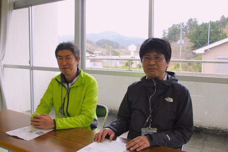 鴨川市農水商工課移住促進室 田中仁之さん(右)と西宮孝一郎さん(左)