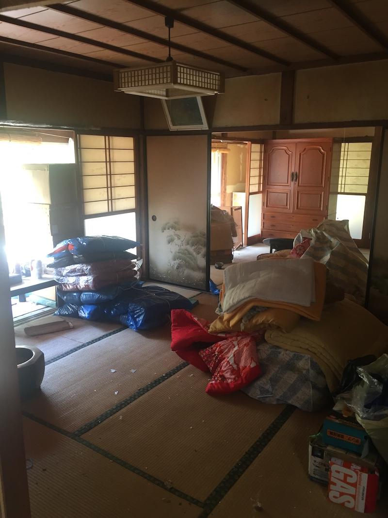 家屋に残されていた大量の荷物は、女性陣が中心になり、片付けを行った。