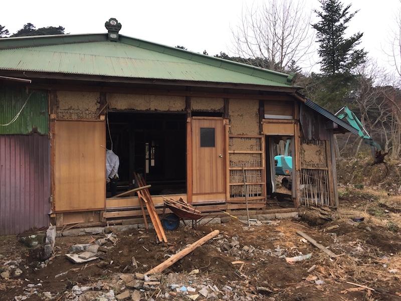 痛みの激しかった東側の台所やお風呂は思い切って取り壊し減築。
