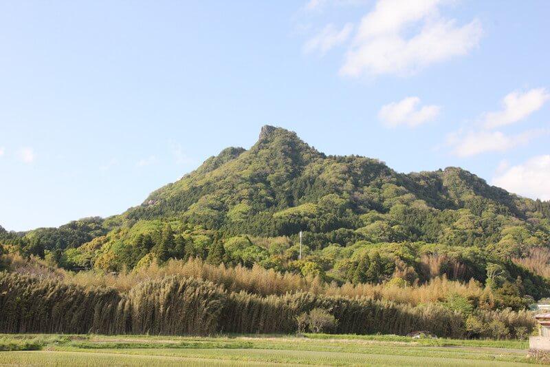 南房総市平群地区のシンボル「伊予ヶ岳」 山容から房総のマッターホルンと呼ばれることもある