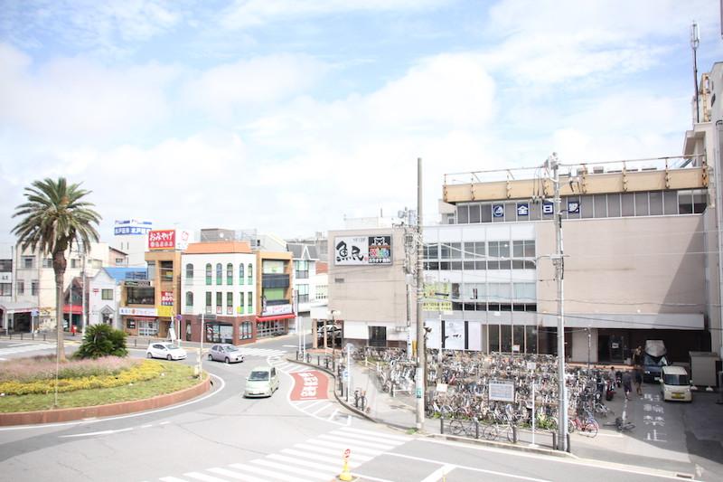 JR館山駅東口駅前 右手のビルが「房州第一ビル」