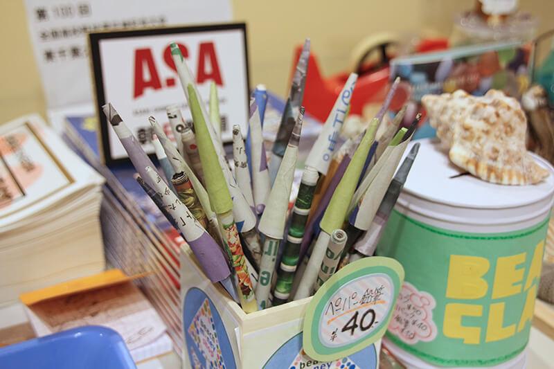 鉛筆の芯を新聞紙で包んで作る「ペーパーエコ鉛筆」